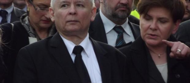 Czy Premier Szydło zachwala listy odpustowe przed prezesem PiS?