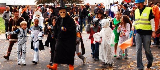 Park Halloween parade - The Good Neighborhood - thegoodneighborhood.com