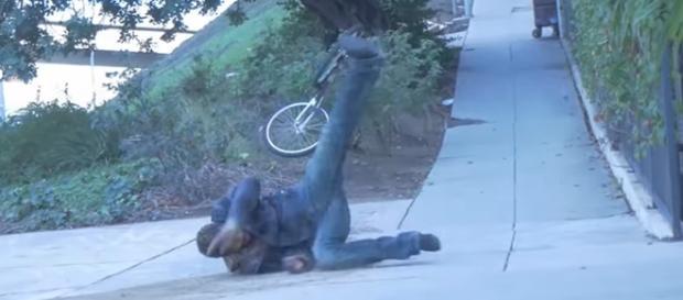 Pegadinha do ladrão de bicicleta está gerando polêmica na internet.