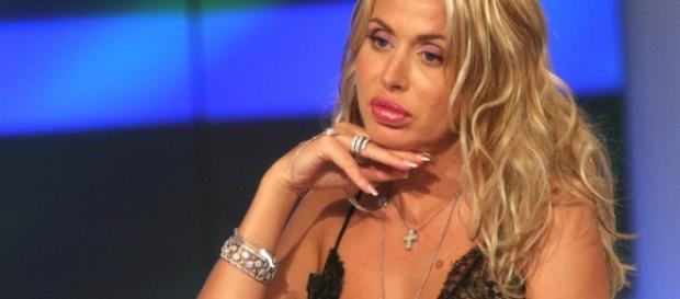 Valeria Marini chiede aiuto ai fan di Andrea Damante
