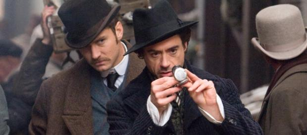 Watson (Jude Law) e Holmes (Robert Downey Jr)