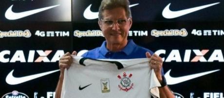 Sob o comando do Corinthians, Oswaldo de Oliveira pode iniciar 2017 com duas baixas