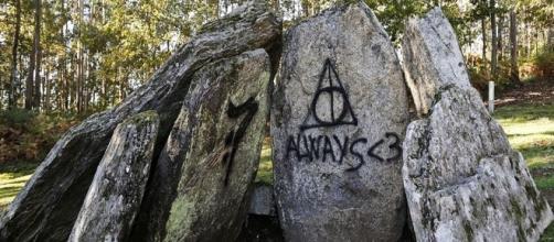Dolmen de Candeás con pintadas de 'Harry Potter'