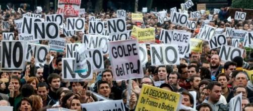 Grupo de manifestantes de 'Rodea el Congreso' atacan violentamente a Begoña Villacís