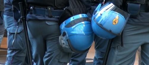 La Polizia di Stato protesta contro l'immigrazione a Cagliari davanti alla Questura