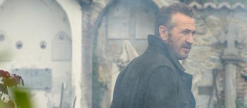 Marco Giallini nei panni di Rocco Schiavone (foto da account ufficiale della serie)
