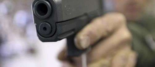 Rien de plus ressemblant à une arme qu'une arme factice nonviolence.ca