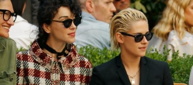 Kristen Stewart e St. Vincent alla sfilata di Vogue America