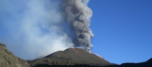 L'altissima densità abitativa alle falde del Vesuvio fa temere l'apocalisse in caso di eruzione.