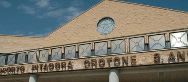 L'ingresso principale dell'Aeroporto Pitagora di Crotone