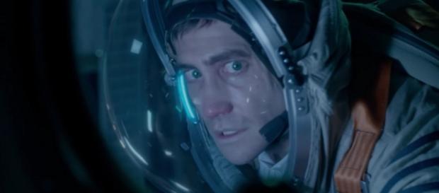 Life Trailer: Jake Gyllenhaal & Ryan Reynolds Find Terror in Space - screenrant.com
