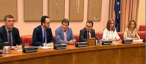 Javier Fernández transmite serenidad al Grupo Parlamentario y le pide responsabilidad PSOE