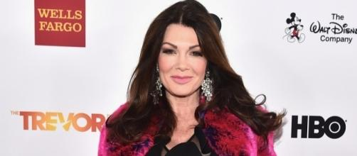 Lisa Vanderpump Tweets Eileen Davidson The Middle Finger - inquisitr.com
