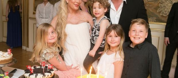 Tori Spelling Celebrates 43rd Birthday With Husband, Kids and New ... - eonline.com