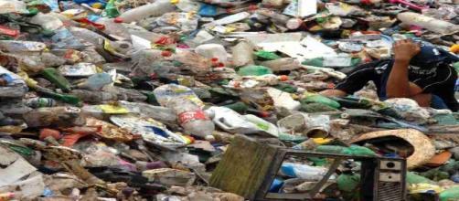 Desde el Parlamento Europeo se insta a los gobiernos a tomar medidas para reducir el uso del plástico