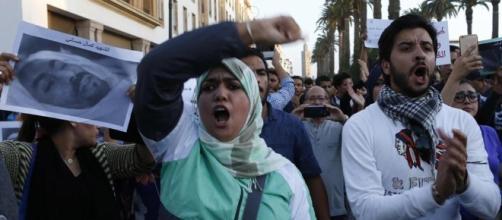 La morte di un ambulante e le proteste di massa Cosa sta ... - lastampa.it