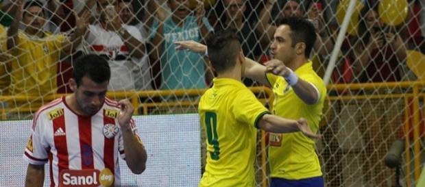 """Falcão finalmente pode comemorar primeiro gol """"em casa""""."""