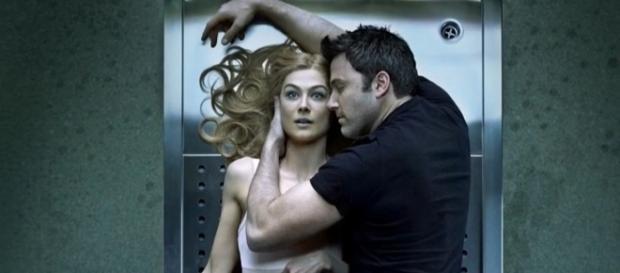 Ben Affleck e Rosamund Pike protagonizam o suspense.