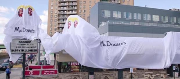 Burger King restaurant dresses up as a McDonald's for Halloween - Photo: Blasting News Library - wgntv.com