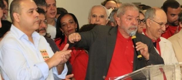 Ex-presidente Lula é acusado de corrupção