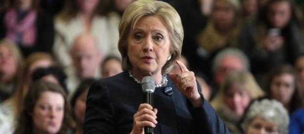 Hillary Clinton îngrijorată după declanșarea anchetei de către FBI privind corespondența privată de e-mail