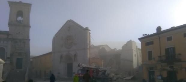 Norcia, crollata la basilica di San Benedetto