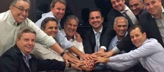 Os 11 da derrota: rodeado de lideranças tucanas e do PMDB mineiro, João Leite viu campanha emborcar para baixo