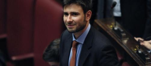 Alessandro Di Battista ha attaccato duramente Matteo Renzi.