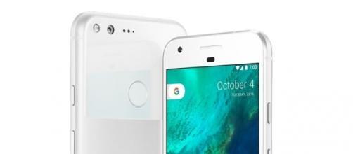 Google Pixel è il nuovo smartphone completamente realizzato da Google. In America costa a partire da 649 dollari