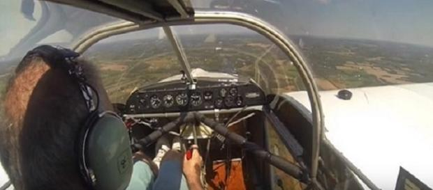 Piloto teve que realizar pouso de emergência após hélice soltar da aeronave.