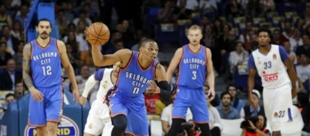 Russell Westbrook en contraataque frente al Real Madrid.