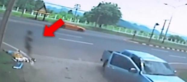 Vídeo polêmico mostra alma deixando o corpo de mulher acidentada