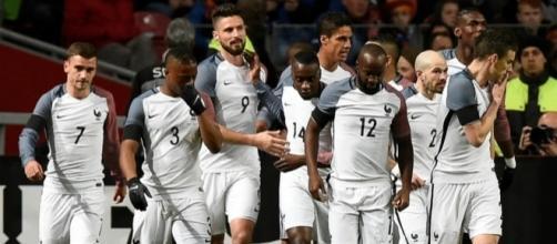 Pays-Bas - France : le maillot des Bleus enflamme la twittosphère - bfmtv.com
