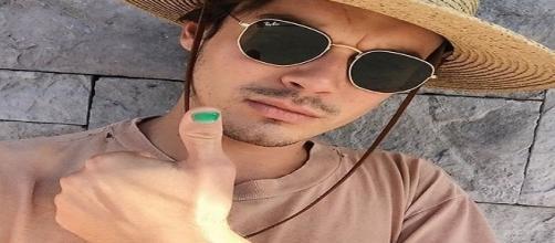 Tyler Blackburn s'affiche en vernis à ongle sur son compte Instagram