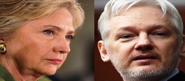 Hillary Clinton e Julian Assange.