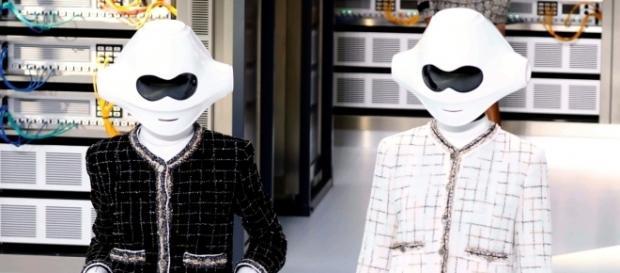 fashion-week-clins-d-oeil-high-tech-chez-chanel