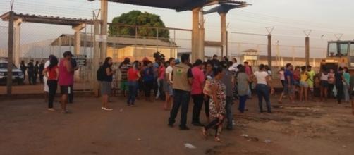 Briga entre facções deixa 25 presos mortos em penitenciária de Roraima