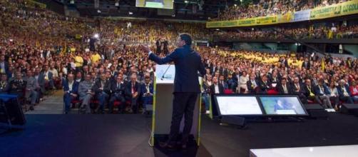 Il premier Matteo Renzi parla dal palco dell'evento Coldiretti