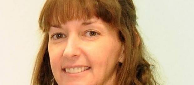 A enfermeira Pauline Cafferkey, que contraiu o vírus do ebola na África, volta a dar entrada hoje com sintomas da doença