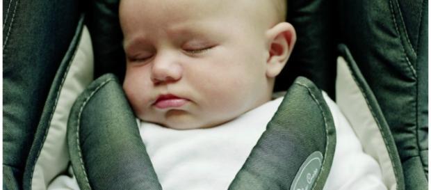 Bebês correm risco viajando de carro