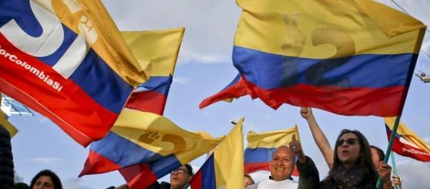 Colombianos a favor del sì en el referendum