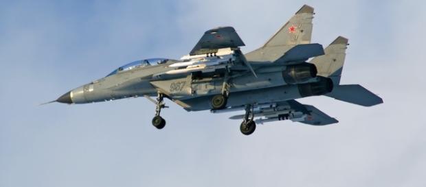 I cacciabombardieri russi si spingono vicino al golfo spagnolo e seminano il panico tra l'aviazione civile