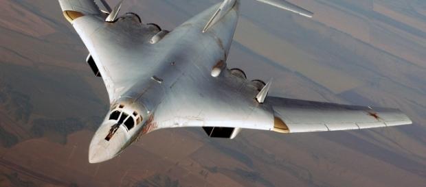 """Il bombardiere strategico supersonico Tupolev 160 """"Blackjack"""""""