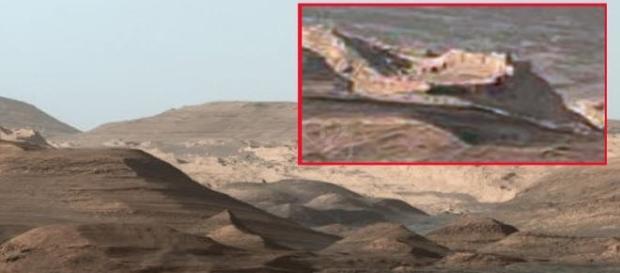 L'immagine della presunta 'città aliena' proveniente dal Rover Curiosity.