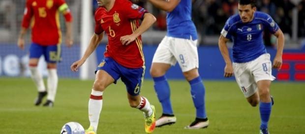 """La vuelta de Andrés Iniesta a """"La Roja"""" ha sido lo mejor. Fotografía: EFE"""
