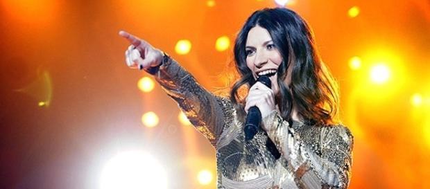 Laura Pausini: il suo tour europeo è slittato a metà ottobre.