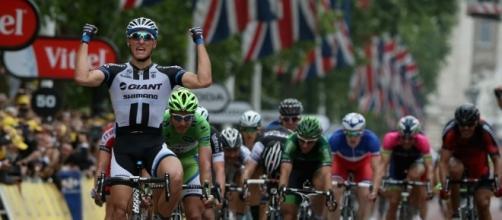 Ciclismo, ancora doping: nel mirino degli investigatori il team Sky.