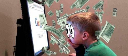 Niño endeudado por compra de publicidad a google