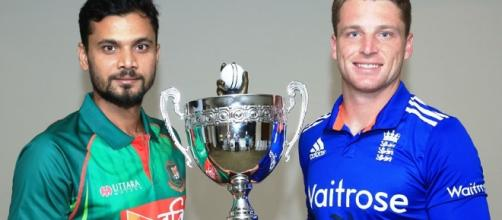 The captains with the trophy (Panasiabiz.com)