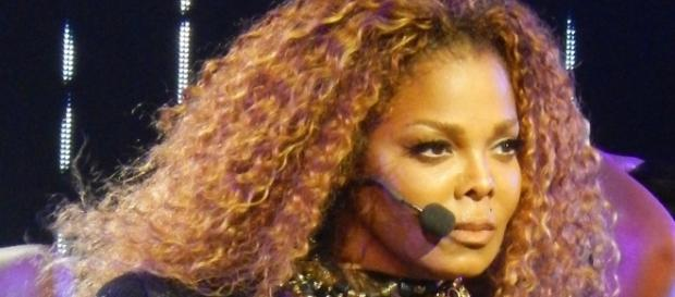 Foto: Rich Esteban - Own work, CC BY-SA 4.0 (Wikimedia), Janet Jackson on her Unbreakable World Tour, San Francisco October 14, 2015